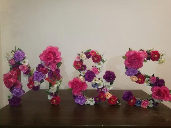 Litery z kwiatów