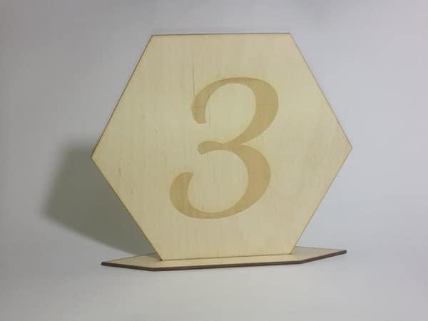 drewniany numer na stół weselny
